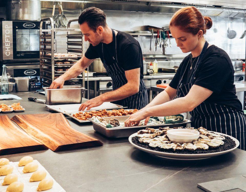 Como administrar a cozinha de um restaurante e como organizá-la? (Foto de Elle Hughes no Pexels)
